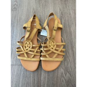 NWT Maurices Gold Sandals (10)